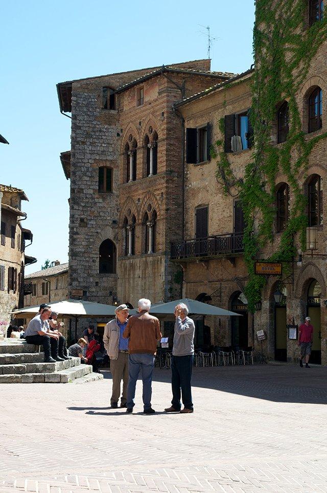 Dans les ruelles de San Gimignano en Toscane