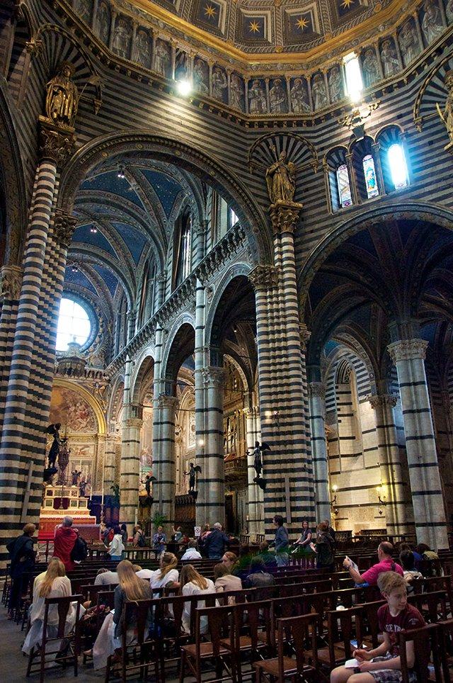 Dans la cathédrale Santa Maria Assunta de Sienne en Toscane
