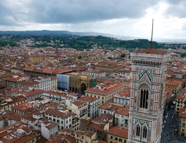 Vue sur Florence depuis la coupole de la cathédrale Piazza del Duomo à Florence (Firenze) en Toscane en Italie