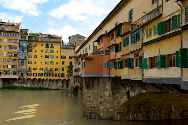 Ponte Vecchio de Florence (Firenze) en Toscane en Italie