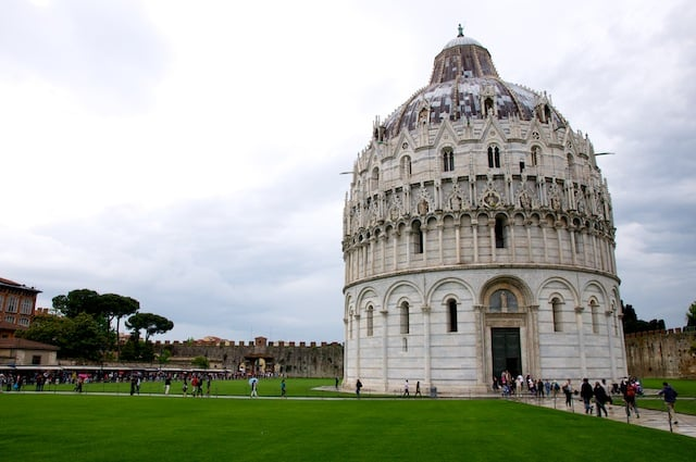 Près de la Tour de Pise en Italie