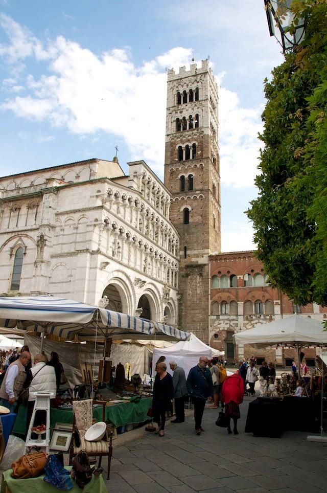 Marché des antiquaires à Lucques (Lucca)