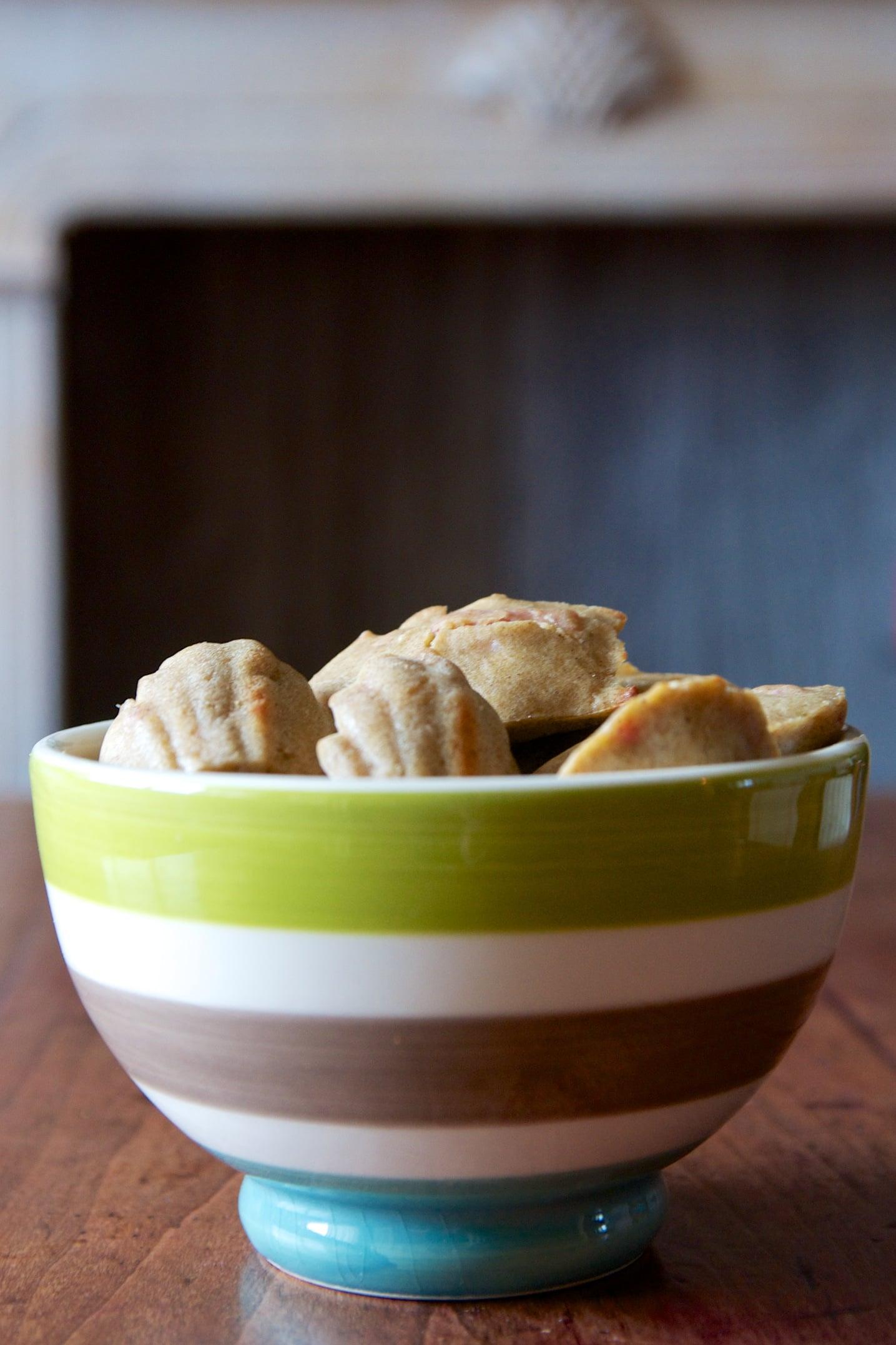 Recette madeleines salées sans gluten et sans lait tapenade d'olives vertes et lardons