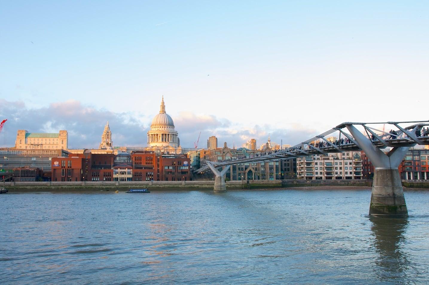 Millenium Bridge, Vue depuis la Tate Modern à Londres