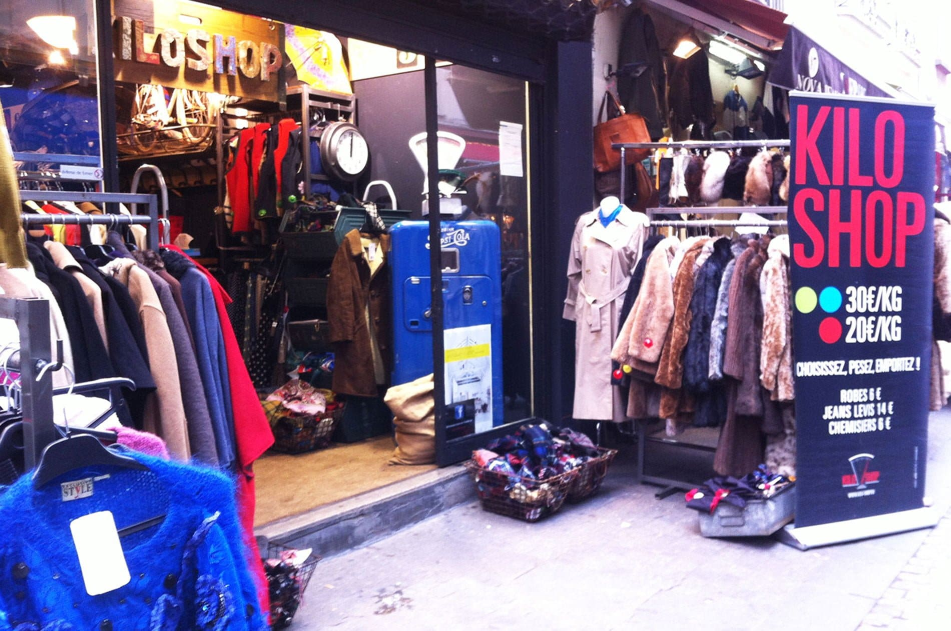 Friperie Kilo Shop rue Saint-Martin Paris - 22 v'la Scarlett