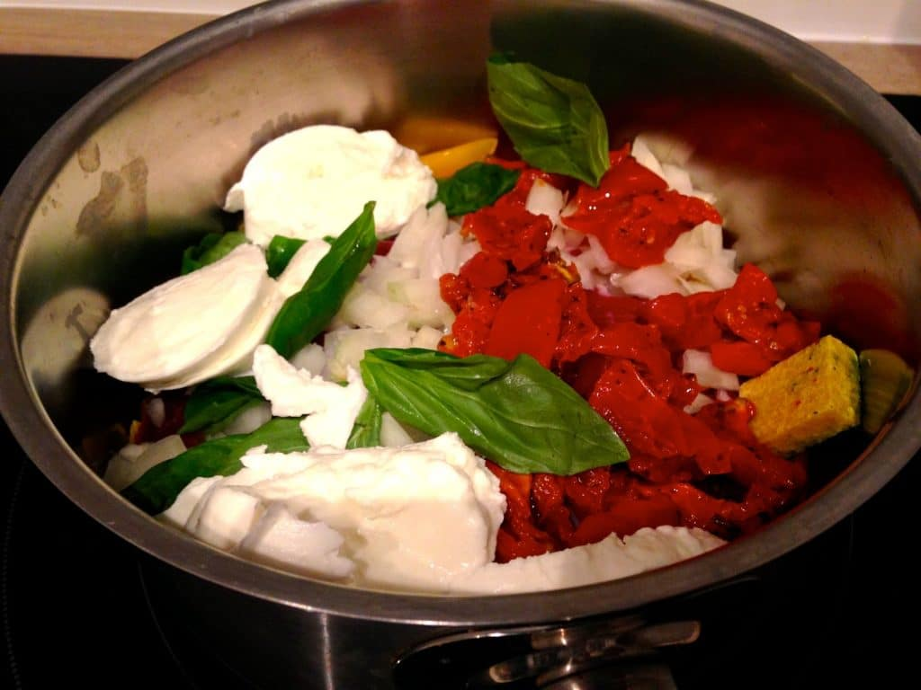 Penne à la pancetta, tomates séchées et mozza