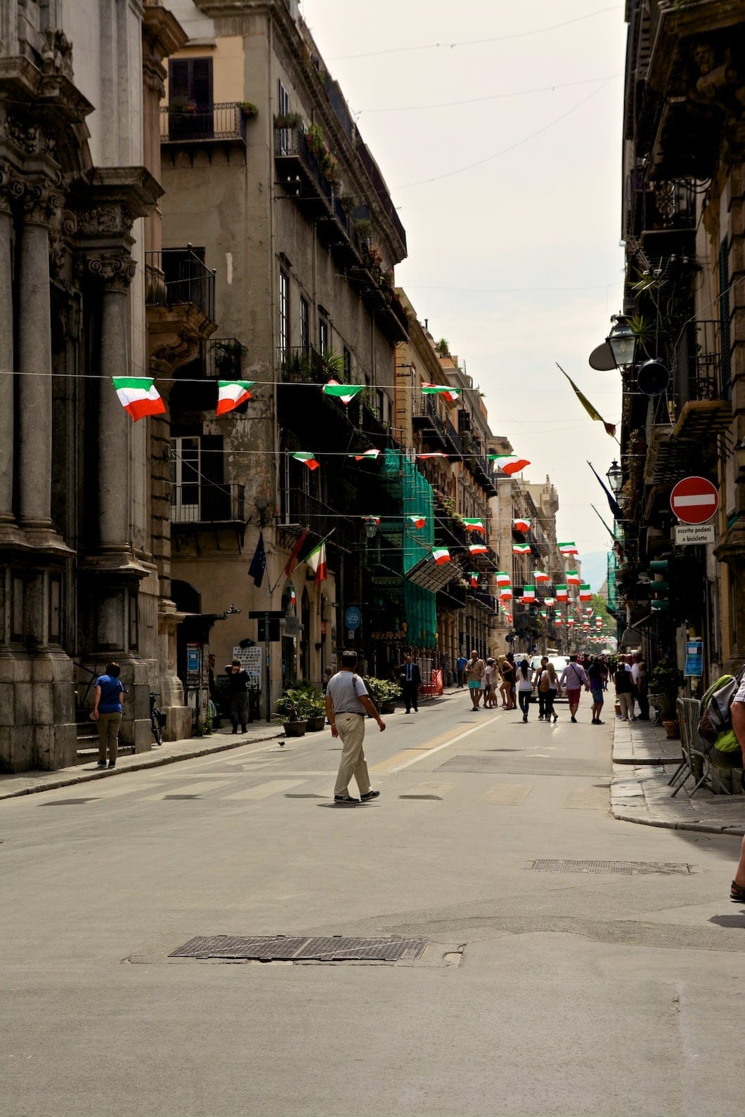 Via Maqueda à Palerme en Sicile - 22 v'la Scarlett