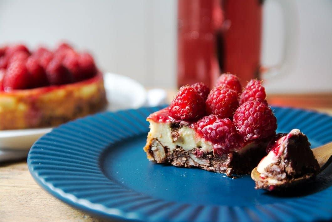 Cheesecake glutenfree et sans lait au chocolat, amande et framboises - 22 v'la Scarlett