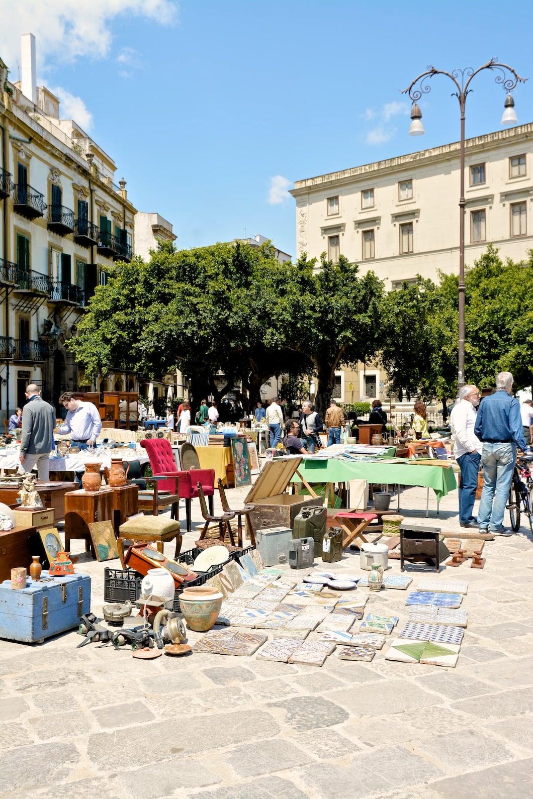 Marché aux puces d'antiquités Piazza Marina à Palerme en Sicile - 22 v'la Scarlett
