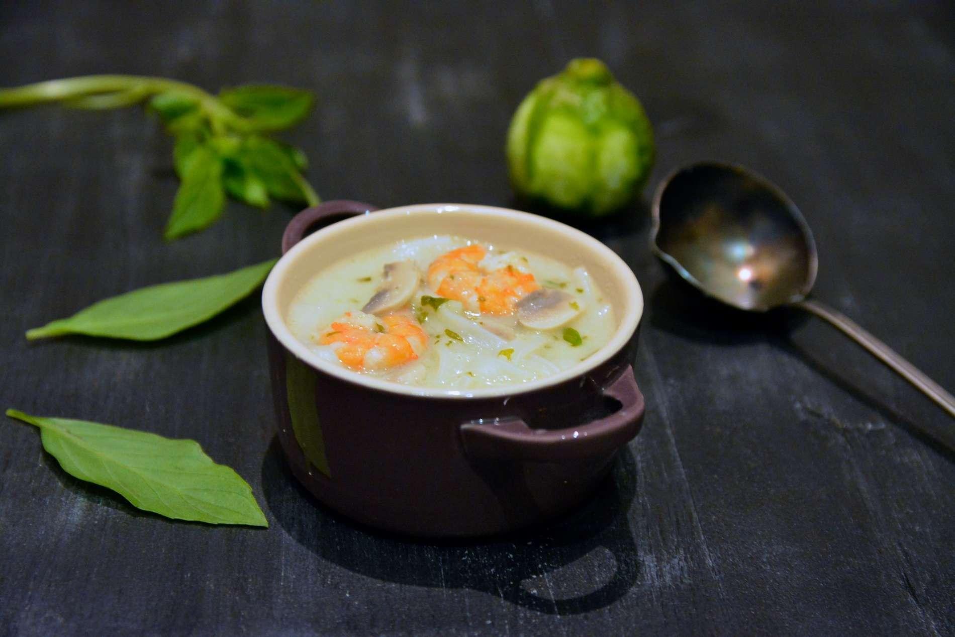 Soupe thaï aux crevettes, coco et citronnelle // Sans gluten, sans lactose