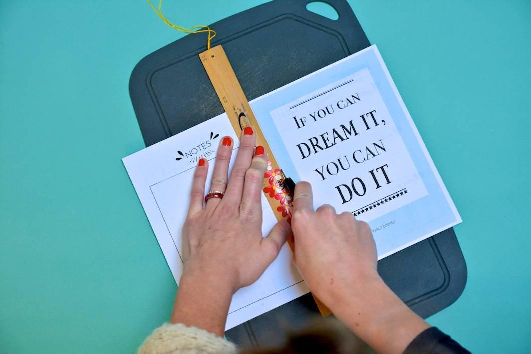 DIY : découper les feuilles A4 de l'agenda 2017 pour en faire des feuilles A5 - 22 v'la Scarlett