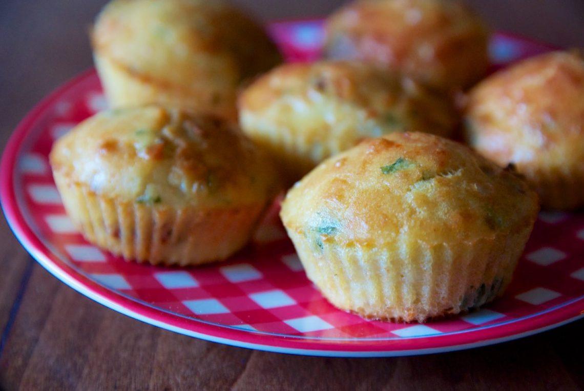 Recette : Muffins salés tomates séchées, mozzarella de bufflonne & basilic, sans gluten, sans lait de vache