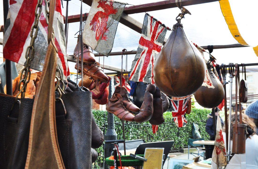 Antiquaire de Portobello Market à Londres